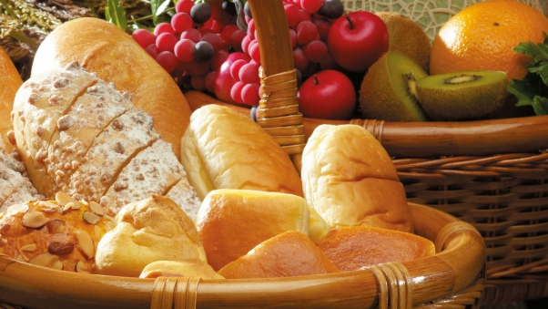 baskets_bread_buns_pastries_white_bread_biscuits_nuts_grapes_apples_kiwi_oranges_76685_602x339