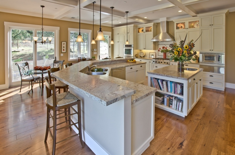 phoca_thumb_l_traditional-kitchen-with-breakfast-bar-pendant-lights-and-granite-countertops-i_g-ISt47pdoktr50f0000000000-2BBW4
