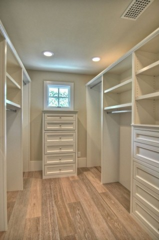 phoca_thumb_l_traditional-closet-with-hardwood-flooring-and-closet-design-i_g-is-16nm3uevco671-myztk-copy